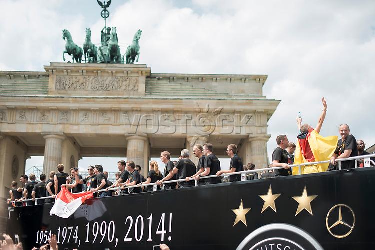 Berlin, 15.07.2014. Die Ankunft der Deutschen Fussballnationalmannschaft in Berlin.<br /> <br /> English: Berlin Welcomes the World champions, German soccer national team wins FiFA World Cup in Brazil, welcome party in Berlin, Germany, June 15, 2014. Arrival of the champions on an open truck, at Brandenburg gate
