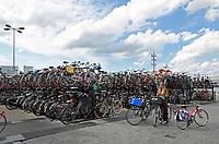 Nederland - Amsterdam - april 2019. Overvolle fietsenstalling achter Centraal Station. Foto Berlinda van Dam / Hollandse Hoogte
