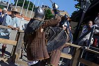 Ritterspiele in der Burg von Ventspils, Lettland, Europa