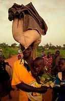 GULU / NORD UGANDA.NIGHT COMMUTERS. DA ANNI,INTERE GENERAZIONI DI ACHOLI, VIVONO FIN DALLA PRIMA INFANZIA NELLA PIU' TOTALE PRECARIETA' A CAUSA DELLE INCURSIONI DEL LRA..FOTO LIVIO SENIGALLIESI..GULU / NORTH UGANDA.Every night in northern Uganda, tens of thousands of children, known as night commuters, flow into town centres or local hospital..They come seeking safety in shelters set up by aid agencies, with the Ugandan government unable to end a brutal 20-year war and protect them from rebel attacks..Photo Livio Senigalliesi
