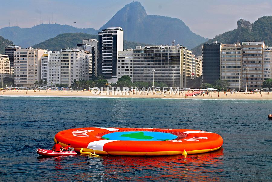 Ato ecológico de manifestação de alerta da ONG Greenpeace com o aquecimento global. Rio de Janeiro. 2007. Foto de Luciana Whitaker.