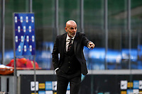 Calcio, Serie A: Inter Milano - AC Milan , Giuseppe Meazza (San Siro) stadium, in Milan, October 17, 2020.<br /> Milan's coach Stefano Pioli speaks to his players during the Italian Serie A football match between Inter and Milan at Giuseppe Meazza (San Siro) stadium, October 17, 2020.<br /> UPDATE IMAGES PRESS/Isabella Bonotto