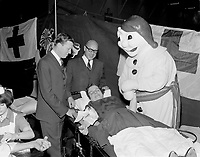 ARCHIVE -<br /> <br /> Le Carnaval de Quebec 1966 0u 1967  - infirmerie<br /> <br /> PHOTO - Agence Quebec Presse -  Photo Moderne