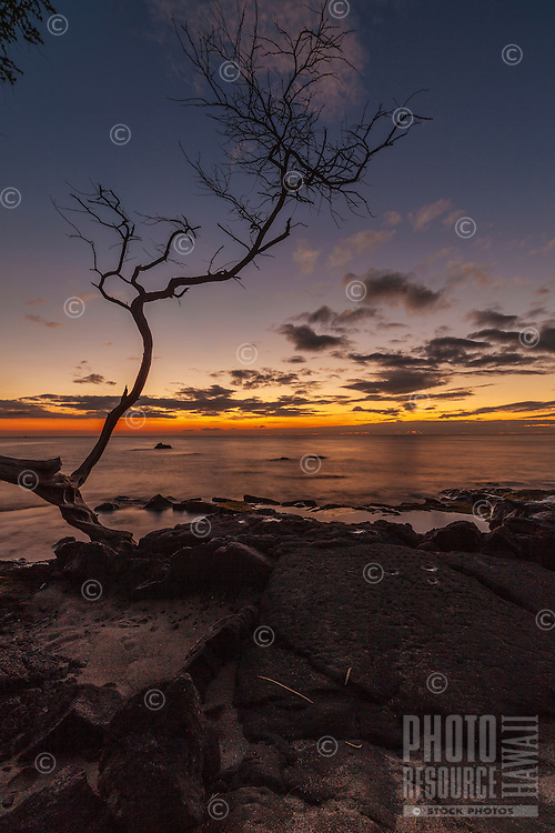 A peaceful sunset at ʻAnaehoʻomalu Bay on the Big Island of Hawai'i.