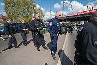 Am Samstag den 26. April 2014 versuchte die Neonazipartei NPD in Berlin erneut einen Aufmarsch durch den Stadtteil Kreuzberg. 6.000 Menschen protestierten mit diversen Blokade dagegen und verhinderten, dass die ca 70 Neonazis weiter als 150m laufen konnten.<br /> So war nach 3 Minuten Marsch für die NPD Schluss und die Neonazis mussten zum Startpunkt am S-Bahnhof Jannowitzbruecke umdrehen. Auch wenn ueber den NPD-Lautsprecherwagen mehrfach behauptet wurde, die Demonstration sei in Kreuzberg, ist doch richtig, dass die Neonazis sich nur in Berlin-Mitte befanden.<br /> Im Bild: Ein Polizist aus Finnland (mit blauer Uniform) begleitete den Einsatz der 24. Einsatzhundertschaft.<br /> 26.4.2014, BerlinCopyright: Christian-Ditsch.de<br /> [Inhaltsveraendernde Manipulation des Fotos nur nach ausdruecklicher Genehmigung des Fotografen. Vereinbarungen ueber Abtretung von Persoenlichkeitsrechten/Model Release der abgebildeten Person/Personen liegen nicht vor. NO MODEL RELEASE! Don't publish without copyright Christian-Ditsch.de, Veroeffentlichung nur mit Fotografennennung, sowie gegen Honorar, MwSt. und Beleg. Konto:, I N G - D i B a, IBAN DE58500105175400192269, BIC INGDDEFFXXX, Kontakt: post@christian-ditsch.de<br /> Urhebervermerk wird gemaess Paragraph 13 UHG verlangt.]
