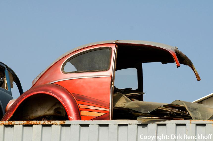 Zypern (Süd), Limassol (Lemesos), Volkswagen-Reste auf Dach