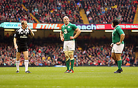 Pictured: Paul O'Connell of Ireland (C) is spoken to by referee Wayne Barnes (L) Saturday 14 March 2015<br />