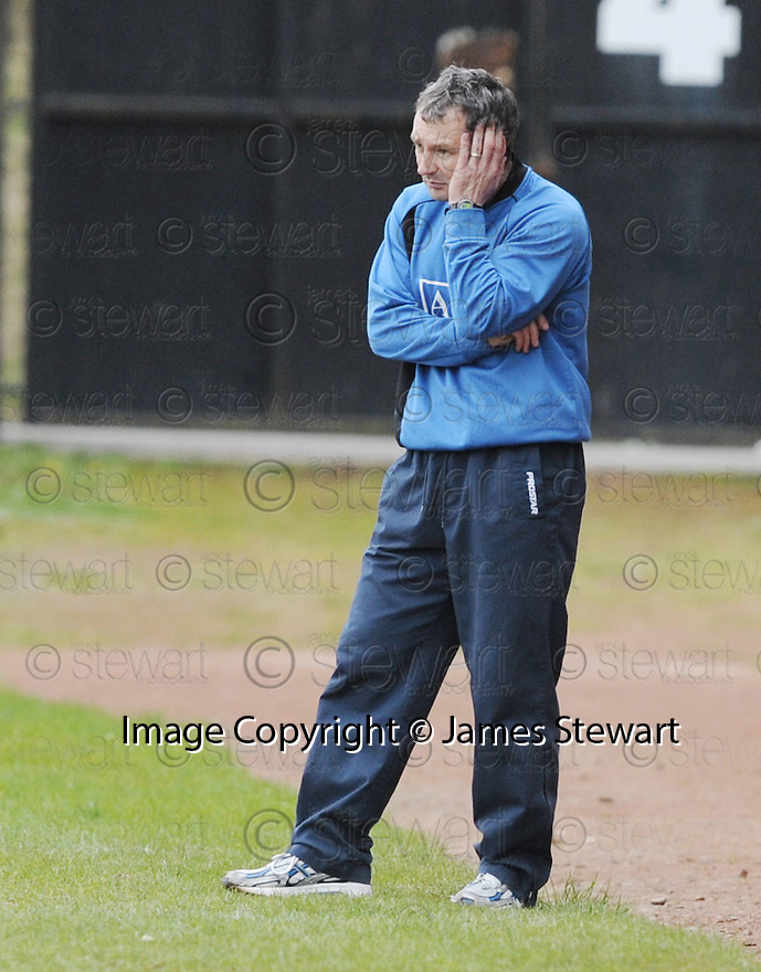 03/05/2008   Copyright Pic: James Stewart.File Name : sct_jspa15_airdrie_v_raith.KENNY BLACK LOOKS FRUSTRATED WITH HIS TEAM...James Stewart Photo Agency 19 Carronlea Drive, Falkirk. FK2 8DN      Vat Reg No. 607 6932 25.Studio      : +44 (0)1324 611191 .Mobile      : +44 (0)7721 416997.E-mail  :  jim@jspa.co.uk.If you require further information then contact Jim Stewart on any of the numbers above........