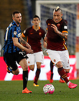 Calcio, Serie A: Roma vs Inter. Roma, stadio Olimpico, 19 marzo 2016.<br /> Roma's Radja Nainggolan, left, is chased by FC Inter's Marcelo Brozovic during the Italian Serie A football match between Roma and FC Inter at Rome's Olympic stadium, 19 March 2016. The game ended 1-1.<br /> UPDATE IMAGES PRESS/Riccardo De Luca