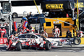 Monster Energy NASCAR Cup Series<br /> Pennzoil 400<br /> Las Vegas Motor Speedway, Las Vegas, NV USA<br /> Sunday 4 March 2018<br /> Erik Jones, Joe Gibbs Racing, Toyota Camry Sport Clips, makes a pit stop<br /> World Copyright: John K Harrelson<br /> NKP / LAT Images