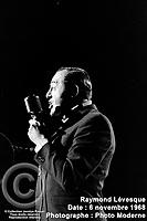 Sujet : Raymond Lévesque<br /> Date : 6 novembre 1968<br /> Photographe : Photo Moderne<br /> Collection : Jocelyn Paquet<br /> Numéro : DSC27408<br /> Historique de diffusion: