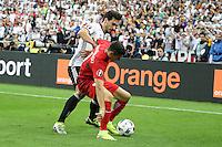Mats Hummels (D) im Zweikampf mit Robert Lewandowski (POL) - EM 2016: Deutschland vs. Polen, Gruppe C, 2. Spieltag, Stade de France, Saint Denis, Paris