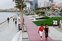 ANGOLA Luanda , Promenade am Meer, durch Einnahmen aus Oel und Diamanten Exporten gibt es einen gigantischen Bauboom und Luanda rangiert als einer der teuersten Immobilienplaetze weltweit - ANGOLA Luanda, sea promenade, due to revenues from oil and diamond exports a construction boom is seen everwhere and the real estate prices are extremely high