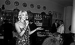 AMANDA LEAR<br /> FESTA ENRICO COVERI AL TOULA' <br /> MILANO 1989