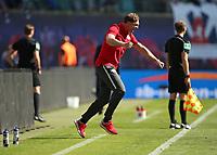 05.05.2018, Football 1. Bundesliga 2017/2018, 33.  match day, RB Leipzig - VfL Wolfsburg, in Red Bull Arena Leipzig. celebration Trainer Ralph Hasenhuettl (RB Leipzig)   1:0 *** Local Caption *** © pixathlon<br /> <br /> Contact: +49-40-22 63 02 60 , info@pixathlon.de