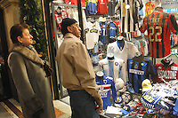 - shopping nel centro di Milano, corso Vittorio Emanuele e via Montenapoleone..- shopping in the center of Milan, Vittorio Emanuele and  Montenapoleone street