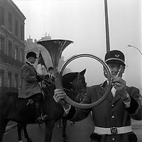 Défilé de la Saint-Hubert, patron des chasseurs,le 3 Novembre 1963. Rue de Toulouse