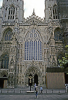 York: York Cathedral, West Front, partial view. Photo '90.