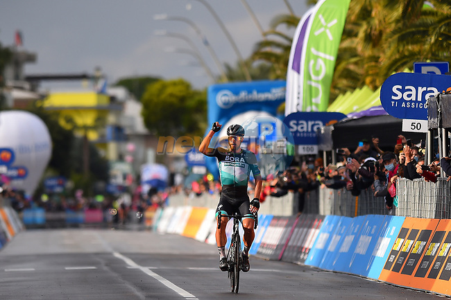 Peter Sagan (SVK) Bora-Hansgrohe wins solo Stage 10 of the 103rd edition of the Giro d'Italia 2020, running 177km from Lanciano to Tortoreto, Italy. 13th October 2020.  <br /> Picture: Dario Belingherini/BettiniPhoto | Cyclefile<br /> <br /> All photos usage must carry mandatory copyright credit (© Cyclefile | Dario Belingherini/BettiniPhoto)