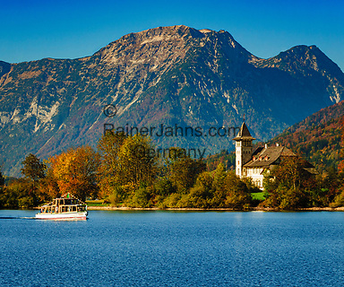 Oesterreich, Steyrisches Salzkammergut, Goessl am Grundlsee: Blick ueber den See zum Schloss Grundlsee | Austria, Styrian Salzkammergut, Goessl at Grundl Lake:view across the lake towards castle Grundlsee