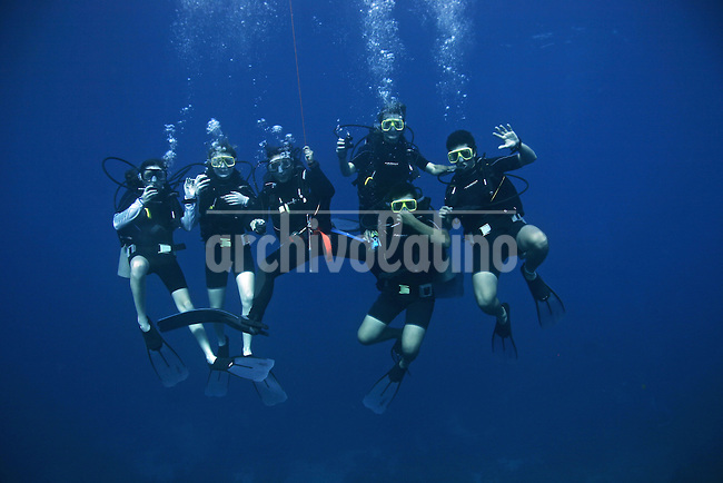A group of divers  in  Roatan Island, Honduras .Roatan is the largest island of Honduras Bay Islands, near the largest barrier reef in the Caribbean Sea ..