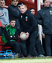 :: CELTIC MANAGER NEIL LENNON TRIES TO GET THE BALL BACK INTO PLAY QUICKLY  ::