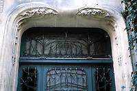 Hector Guimard: Hotel Mezzara, Paris 1911. Door detail. Photo '90.