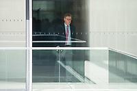Michael Grosse-Broemer<br /> Erster Parlamentarischer Geschaeftsfuehrer der CDU/CSU-Fraktion, CDU, waehrend einer ausserordentlichen Sitzung der Fraktion nachdem es zwischen der CDU und der CSU zum Streit ueber den Umgang mit Fluechtlingen gab. Die Sitzung des Deutschen Bundestag wurde aufgrund dieses Streit auf Antrag der CDU/CSU-Fraktion fuer mehrere Stunden unterbrochen. Die Fraktionen von CDU und CSU tagten getrennt.<br /> 14.6.2018, Berlin<br /> Copyright: Christian-Ditsch.de<br /> [Inhaltsveraendernde Manipulation des Fotos nur nach ausdruecklicher Genehmigung des Fotografen. Vereinbarungen ueber Abtretung von Persoenlichkeitsrechten/Model Release der abgebildeten Person/Personen liegen nicht vor. NO MODEL RELEASE! Nur fuer Redaktionelle Zwecke. Don't publish without copyright Christian-Ditsch.de, Veroeffentlichung nur mit Fotografennennung, sowie gegen Honorar, MwSt. und Beleg. Konto: I N G - D i B a, IBAN DE58500105175400192269, BIC INGDDEFFXXX, Kontakt: post@christian-ditsch.de<br /> Bei der Bearbeitung der Dateiinformationen darf die Urheberkennzeichnung in den EXIF- und  IPTC-Daten nicht entfernt werden, diese sind in digitalen Medien nach ß95c UrhG rechtlich geschuetzt. Der Urhebervermerk wird gemaess ß13 UrhG verlangt.]