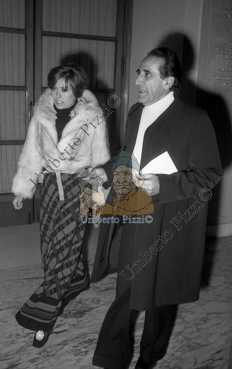 ARNOLDO FOA CON LA MOGLIE<br /> TEATRO SISTINA ROMA 1970