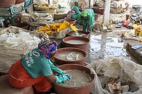 Senegal, Thies, plastic recycling company Proplast industries, women sort and wash plastic waste / Plastik Recycling Unternehmen ProPlast Industrie, Frauen sortieren und waschen Plastikabfälle