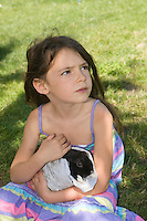 homeschooling, educazione parentale, educazione domestica.Olivia e il suo conigletto.