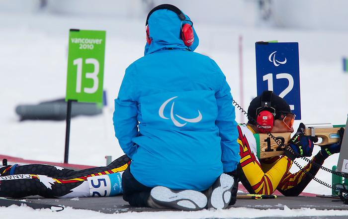 Alexei Novikov, Vancouver 2010 - Para Nordic Skiing // Ski paranordique.<br /> Alexei Novikov competes in Para Biathlon // Alexei Novikov participe en parabiathlon. 17/03/2010.