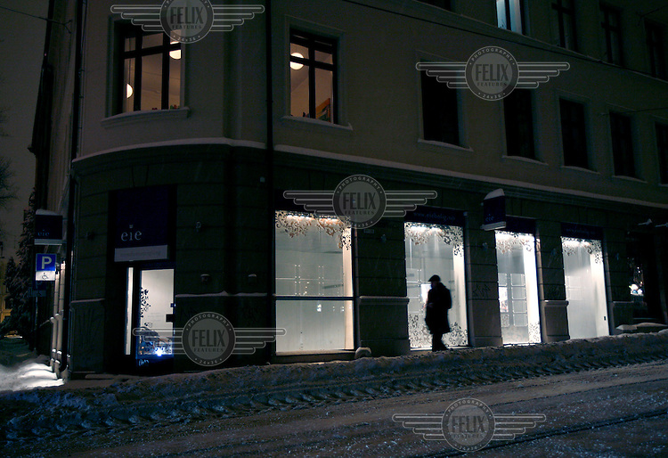 Empty space is all that is left where a real estate agent used to have an office in Oslo. The economic crises forced over 40 such offices to close overnight i Norway as one chain went bankrupt. Others soon followed as the economy slowed further.