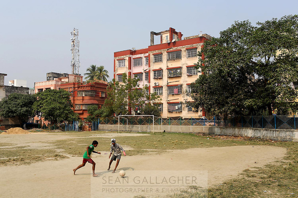 Children playing soccer in residential community in Kolkata.<br /> <br /> To license this image, please contact the National Geographic Creative Collection:<br /> <br /> Image ID: 1925851 <br />  <br /> Email: natgeocreative@ngs.org<br /> <br /> Telephone: 202 857 7537 / Toll Free 800 434 2244<br /> <br /> National Geographic Creative<br /> 1145 17th St NW, Washington DC 20036