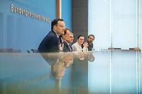 """Bundesgesundheitsminister Jens Spahn (CDU) stellte am Montag den 1. April 2019 mit den Bundestagsabgeordneten Georg Nuesslein (CDU/CSU), Prof. Karl Lauterbach (SPD) und Petra Sitte (Linkspartei) in Berlin den Gesetzentwurf """"Organspende - doppelte Widerspruchsloesung"""" vor.<br /> Im Bild vlnr.: Jens Spahn, Karl Lauterbach.<br /> 1.4.2019, Berlin<br /> Copyright: Christian-Ditsch.de<br /> [Inhaltsveraendernde Manipulation des Fotos nur nach ausdruecklicher Genehmigung des Fotografen. Vereinbarungen ueber Abtretung von Persoenlichkeitsrechten/Model Release der abgebildeten Person/Personen liegen nicht vor. NO MODEL RELEASE! Nur fuer Redaktionelle Zwecke. Don't publish without copyright Christian-Ditsch.de, Veroeffentlichung nur mit Fotografennennung, sowie gegen Honorar, MwSt. und Beleg. Konto: I N G - D i B a, IBAN DE58500105175400192269, BIC INGDDEFFXXX, Kontakt: post@christian-ditsch.de<br /> Bei der Bearbeitung der Dateiinformationen darf die Urheberkennzeichnung in den EXIF- und  IPTC-Daten nicht entfernt werden, diese sind in digitalen Medien nach §95c UrhG rechtlich geschuetzt. Der Urhebervermerk wird gemaess §13 UrhG verlangt.]"""