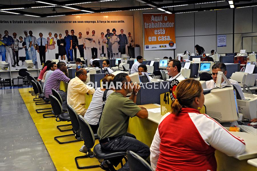 Bolsa de empregos. Centro de Solidariedade ao Trabalhador. Força Sindical. São Paulo. 2009. Foto de Juca Martins.