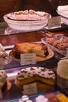 Europe/Voïvodie de Petite-Pologne/Cracovie:   Pâtisseries polonaises dans la  rue  Jagiellonski