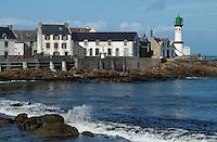 Europe/France/Bretagne/29/Finistère/Île de Sein: Le port et le phare de Men-Brial