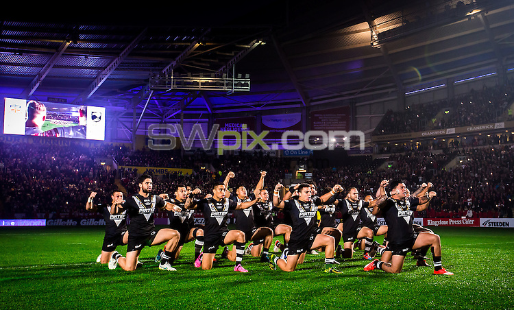 Picture by Alex Whitehead/SWpix.com - 01/11/2015 - Rugby League - England v New Zealand, 1st Test - KC Stadium, Hull, England - New Zealand perform the Haka.