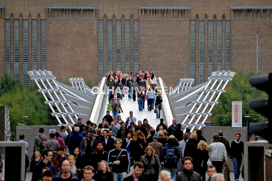 Ponte Millennium Bridge. Londres. Inglaterra. 2008. Foto de Juca Martins.