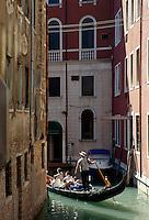 Gondel auf den Seitenkanälen, Venedig,  Venetien, Italien, Unesco-Weltkulturerbe