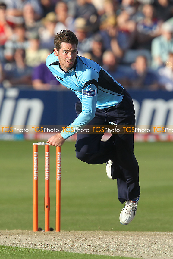 Chris Liddle in bowling action for Sussex - Essex Eagles vs Sussex Sharks - Friends Life T20 Cricket at the Ford County Ground, Chelmsford, Essex - 28/06/12 - MANDATORY CREDIT: Gavin Ellis/TGSPHOTO - Self billing applies where appropriate - 0845 094 6026 - contact@tgsphoto.co.uk - NO UNPAID USE.