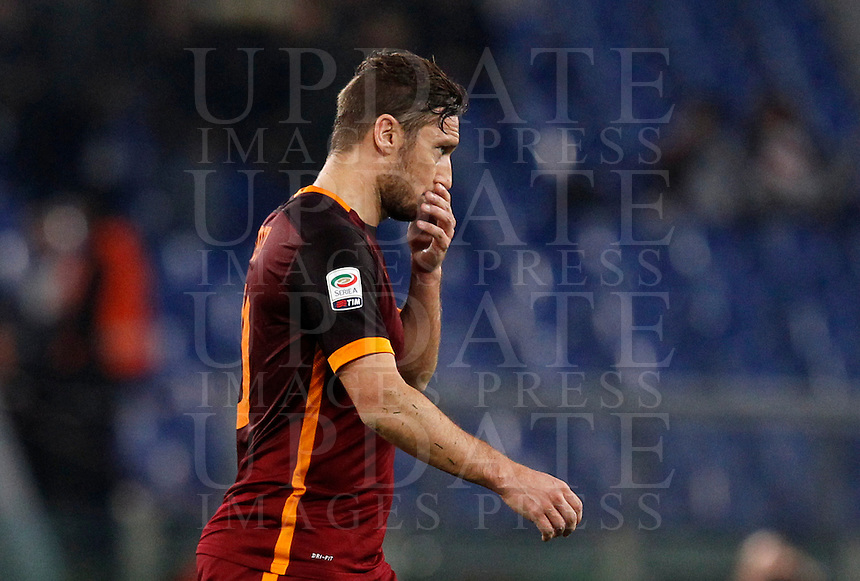 Calcio, Serie A: Roma vs Milan. Roma, stadio Olimpico, 9 gennaio 2016.<br /> Roma's Francesco Totti leaves the pitch at the end of the Italian Serie A football match between Roma and Milan at Rome's Olympic stadium, 9 January 2016. The game ended 1-1.<br /> UPDATE IMAGES PRESS/Riccardo De Luca