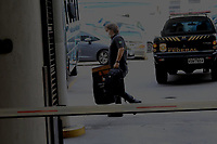 """RJ. Rio de Janeiro. 14/05/2020  LAVA JATO OPERAÇÃO FAVORITA Policia Federal em operação Lava-Jato nomeada de """"Favorita"""" prende suspeitos de fraude em hospitais de Campanha em plena pandemia nesta quinta-feira (14). Sede da Policia Federal, zoba portuária.  ( Foto: Ellan Lustosa / Codigo19)"""