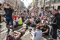 """Am Samstag den 29. August 2020 kamen mehrere tausend  sog. Corona-Querdenker zu einer Demonstration nach Berlin um. An der """"Querdenker-Demonstration beteiligten sich tausende Menschen, darunter Rechte, Rechtsextreme, Hooligans, Esoteriker und Anhaenger der antisemitischen Q-Anon-Sekte.<br /> Da die Demonstrationsteilnehmer sich weigerten die vorgeschriebenen Hygieneregeln einzuhalten, lies die Polizei die Demonstration nicht starten und untersagte sie letztendlich.<br /> Im Bild: Demonstrationsteilnehmer warten auf den Start der Demonstration.<br /> 29.8.2020, Berlin<br /> Copyright: Christian-Ditsch.de<br /> NUR FUER REDAKTIONELLE ZWECKE! Werbung nur auf Anfrage beim Fotografen. [Inhaltsveraendernde Manipulation des Fotos nur nach ausdruecklicher Genehmigung des Fotografen. Vereinbarungen ueber Abtretung von Persoenlichkeitsrechten/Model Release der abgebildeten Person/Personen liegen nicht vor. NO MODEL RELEASE! Don't publish without copyright Christian-Ditsch.de, Veroeffentlichung nur mit Fotografennennung, sowie gegen Honorar, MwSt. und Beleg. Konto: I N G - D i B a, IBAN DE58500105175400192269, BIC INGDDEFFXXX, Kontakt: post@christian-ditsch.de<br /> Bei der Bearbeitung der Dateiinformationen darf die Urheberkennzeichnung in den EXIF- und  IPTC-Daten nicht entfernt werden, diese sind in digitalen Medien nach §95c UrhG rechtlich geschuetzt. Der Urhebervermerk wird gemaess §13 UrhG verlangt.]"""