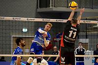 27-02-2021: Volleybal: Amysoft Lycurgus v Computerplan VCN: Groningen smash Lycurgus speler Bennie Tuinstra tegen VCN  speler  Ralph Backer