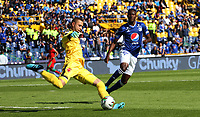 BOGOTÁ- COLOMBIA,06-10-2019:Hansel Zapata (Der.) jugador de Millonarios disput a el balón con Eder Chaux (Izq.) jugador de Patriotas Boyacá durante partido por la fecha 15 de la Liga Águila II 2019 jugado en el estadio Nemesio Camacho El Campín de la ciudad de Bogotá. /Hansel Zapata(R) player of Millonarios fights the ball  against of Eder Chaux (L) player of Patriotas Boyaca during the  match for the date 15 of the Liga Aguila II 2019 played at the Nemesio Camacho El Campin stadium in Bogota city. Photo: VizzorImage / Felipe Caicedo / Staff