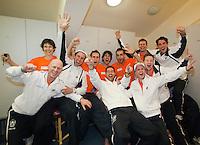 06-03-11, Tennis, Oekraine, Kharkov, Daviscup, Oekraine - Netherlands,  Team met bergeleiding viert feest