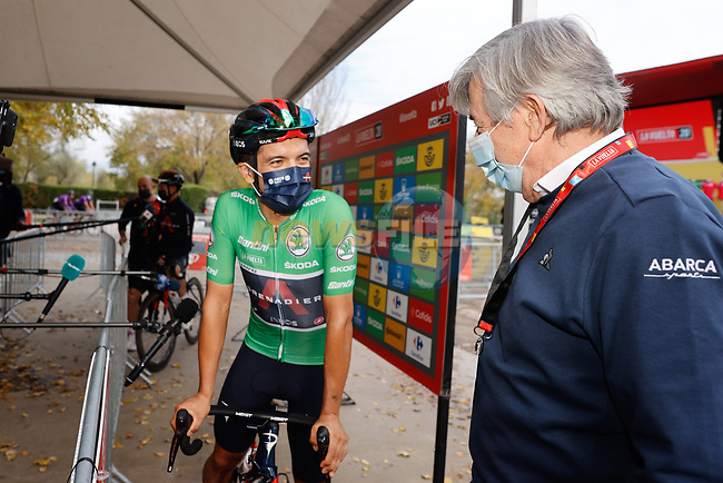 Richard Carapaz (ECU) Ineos Grenadiers wearing the Green Jersey chats with Movistar Team manager Eusebio Unzué before the start of Stage 18 of the Vuelta Espana 2020, running 139.6km from Hipódromo de La Zarzuela to Madrid, Spain. 8th November 2020. <br /> Picture: Luis Angel Gomez/PhotoSportGomez | Cyclefile<br /> <br /> All photos usage must carry mandatory copyright credit (© Cyclefile | Luis Angel Gomez/PhotoSportGomez)