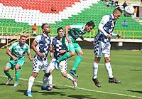 TUNJA - COLOMBIA, 01-09-2018: Rogeiro Caicedo (Izq) y Diego Valdes (Der) jugadores de Boyacá Chicó FC disputan el balón con Juan Alejandro Maecha (C) jugador de La Equidad durante partido por la fecha 7 Liga Águila II 2018 realizado en el estadio La Independencia en Tunja. / Rogeiro Caicedo (L) and Diego Valdes (R) players of Boyaca Chico FC fight for the ball with Juan Alejandro Maecha (C) player of La Equidad during match for the date 7 of Aguila League II 2018 played at La Independencia stadium in Tunja. Photo: VizzorImage / Jose Miguel Palencia / Cont